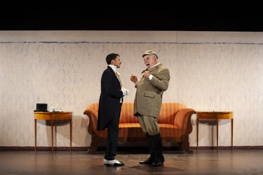 Théâtre de l'Atelier; spectacle CRISE DE NERFS; mise en scène Peter Stein; Jacques Weber; Manon Combes; Loïc Mobihan; 3 farces; Anton P. Tchekhov